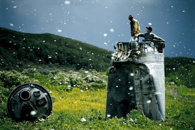 Jonas Bendiksen . Satellites . Region Altai, Russia . 2000
